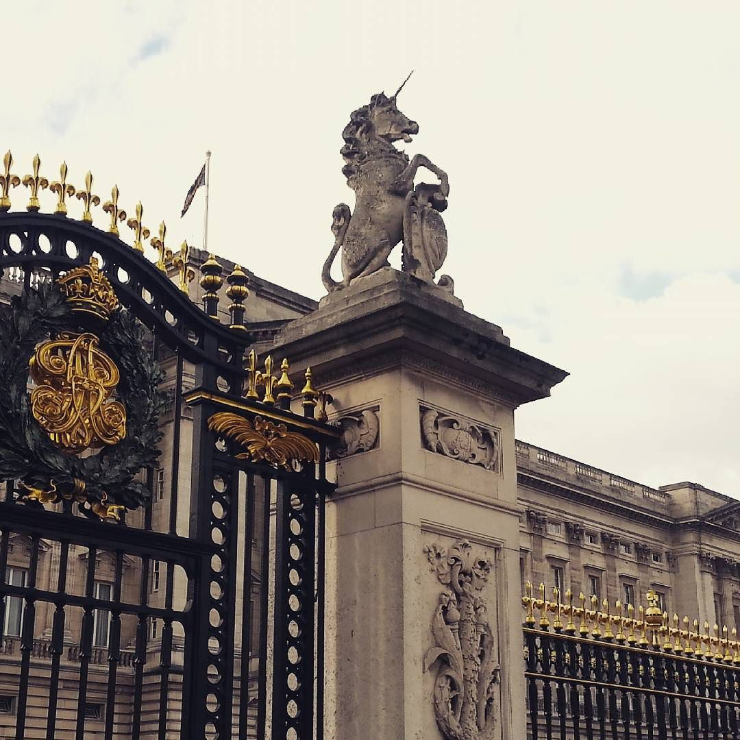A #unicorn guarding the #buckinghampalace  by ataintedcherrytree