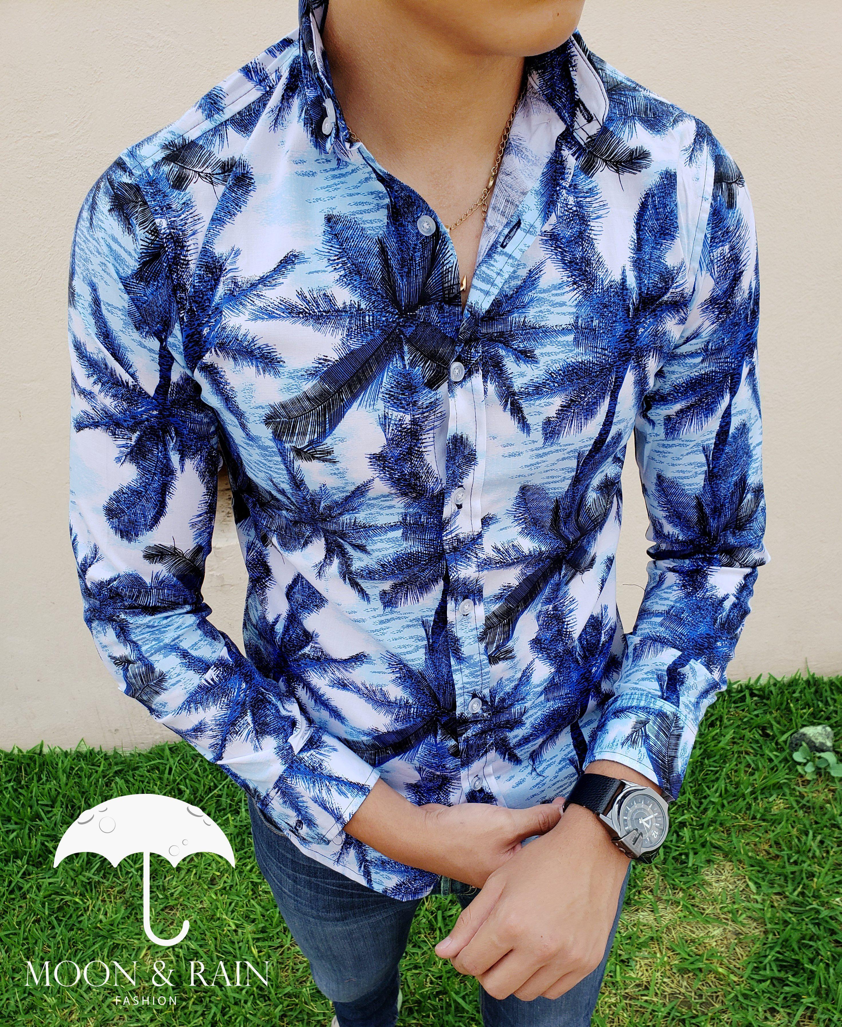 Camisa Slim Fit blanca de palmeras azules para caballero en