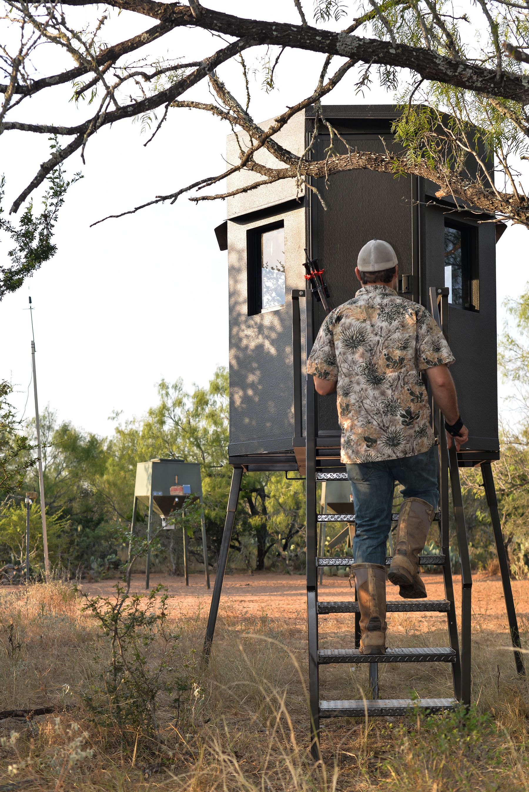 ASF deer blind and broadcast feeder. The best blinds and