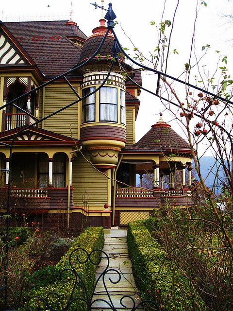 What a beguiling beautiful Victorian home located in Tunkhannock, Pennsylvania. #house #Victorian #mansion #beautiful