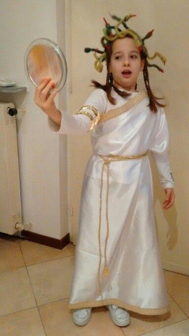 Costume di carnevale da Medusa fai da te. Halloween medusa costume DIY. 4f4c08e0a954