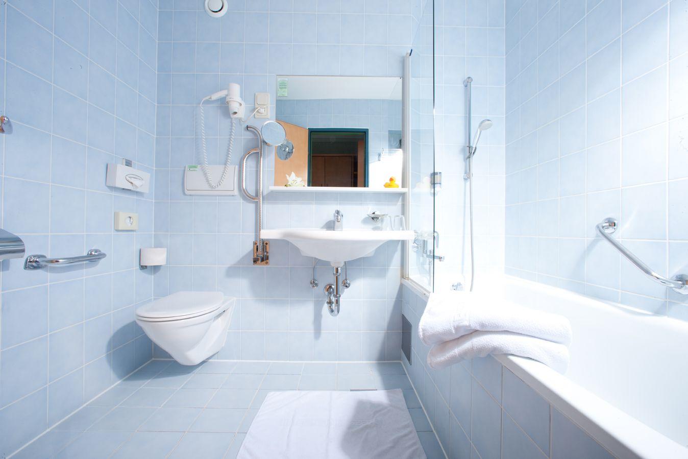 Badezimmer im Thermenhotel Vier Jahreszeiten in Loipersdorf bei Fürstenfeld