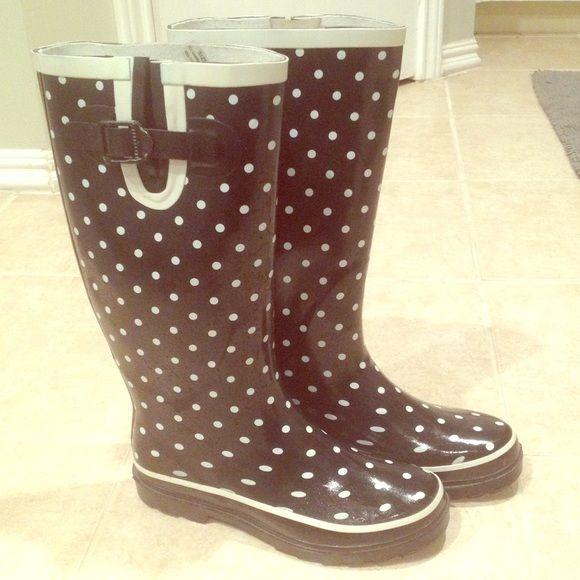 6eca1bbd5556 Polka dot rain boots
