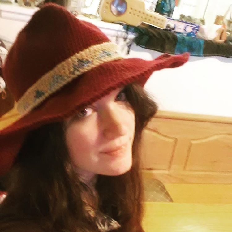 🎶Where in the WORLD is.... CARMEN SANDIEGO!  Just kidding, I didn't mean for it to be the Carmen Sandiego hat but.... It sort of is. #crochethatselfie #imtired #thankgoodnessforfilters #