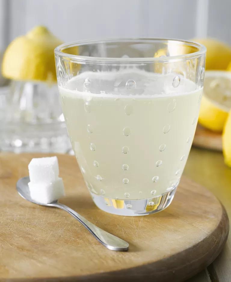 Use Science to Make Homemade Fizzy Lemonade