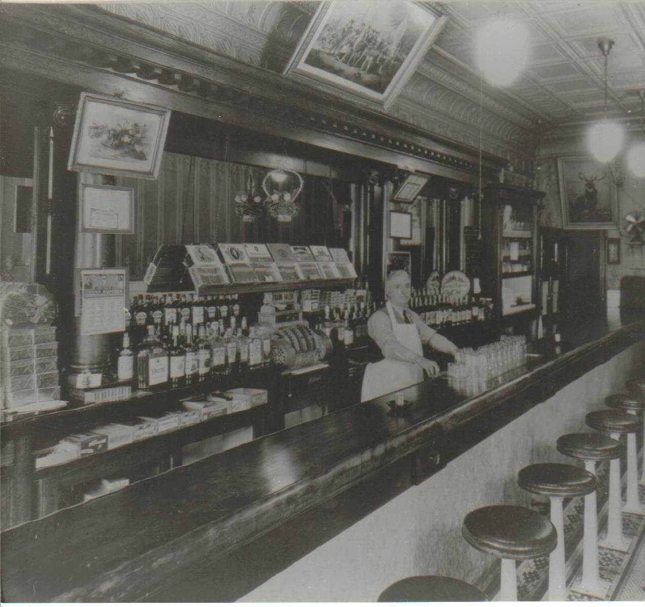Neat Picture Of Macarios Bar Late 1930's.........but In