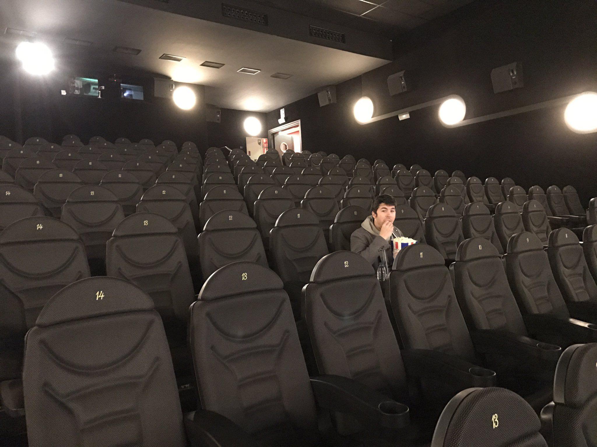 "♈️ Vegetta777 ♈️ on Twitter: ""Cuando sacas a @WillyrexYT al cine y elige la mejor película 😓 https://t.co/NF2znT3yda"""
