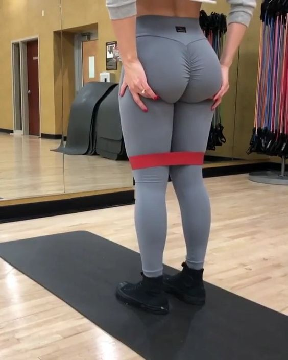 GLUTES WORKOUT!!!🍑🍑🍑 . . Easy Resistance Bands Workout