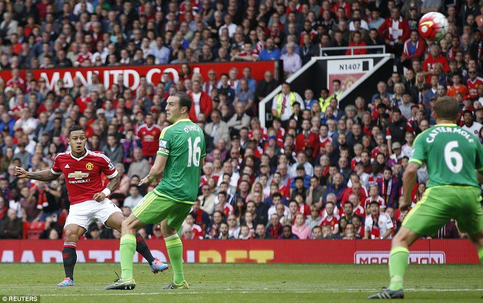 Summer Signing Depay Left Watches On His Effort Flies Towards The Sunderland Goal But Fails To Beat Costel Pantil Manchester United Summer Signs Sunderland