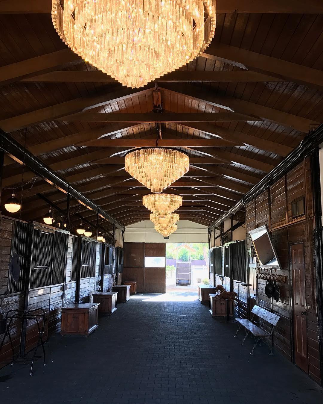 When Your Interior Designer Takes On Your Barn And Nails It Genius Jeffandrewsdsgn Horseheaven Mit Bildern Pferde Madchen Pferdemadchen Pferde