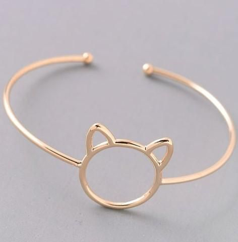 This adorable cat bracelet is puuurfect for any occasion! You can't go wrong pairing this bracelet with your favorite outfit.