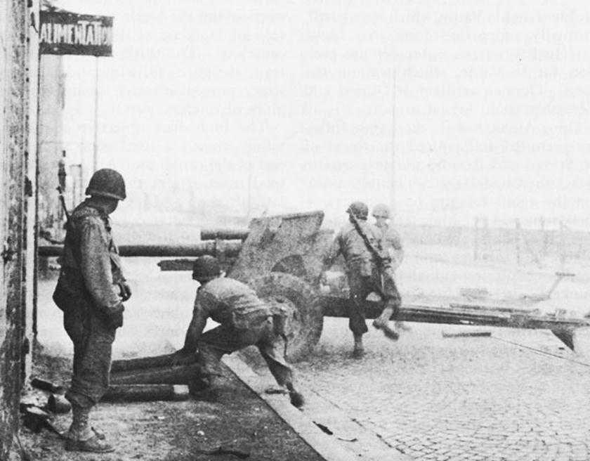 Artillerymen firing 3-inch gun on German defenses in Saint-Malo