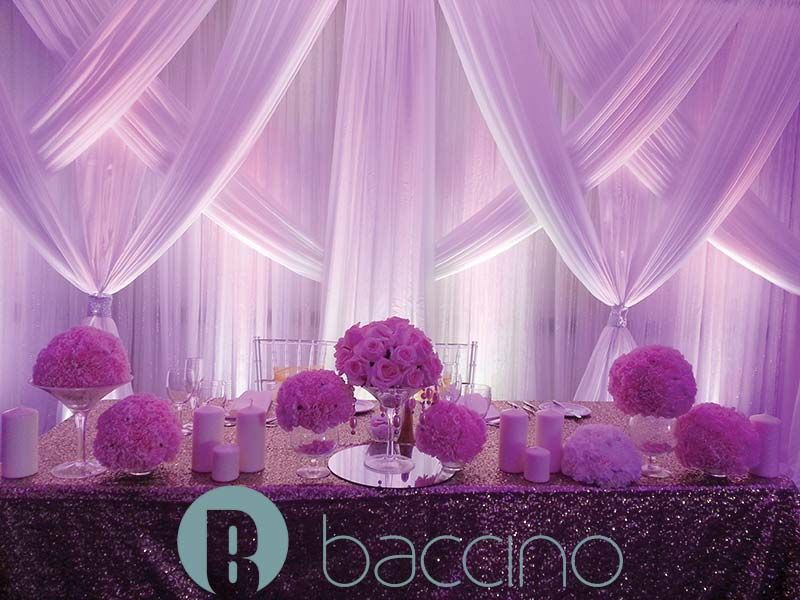 Le Crystal classic wedding head table backdrop | Déco Mariage ...