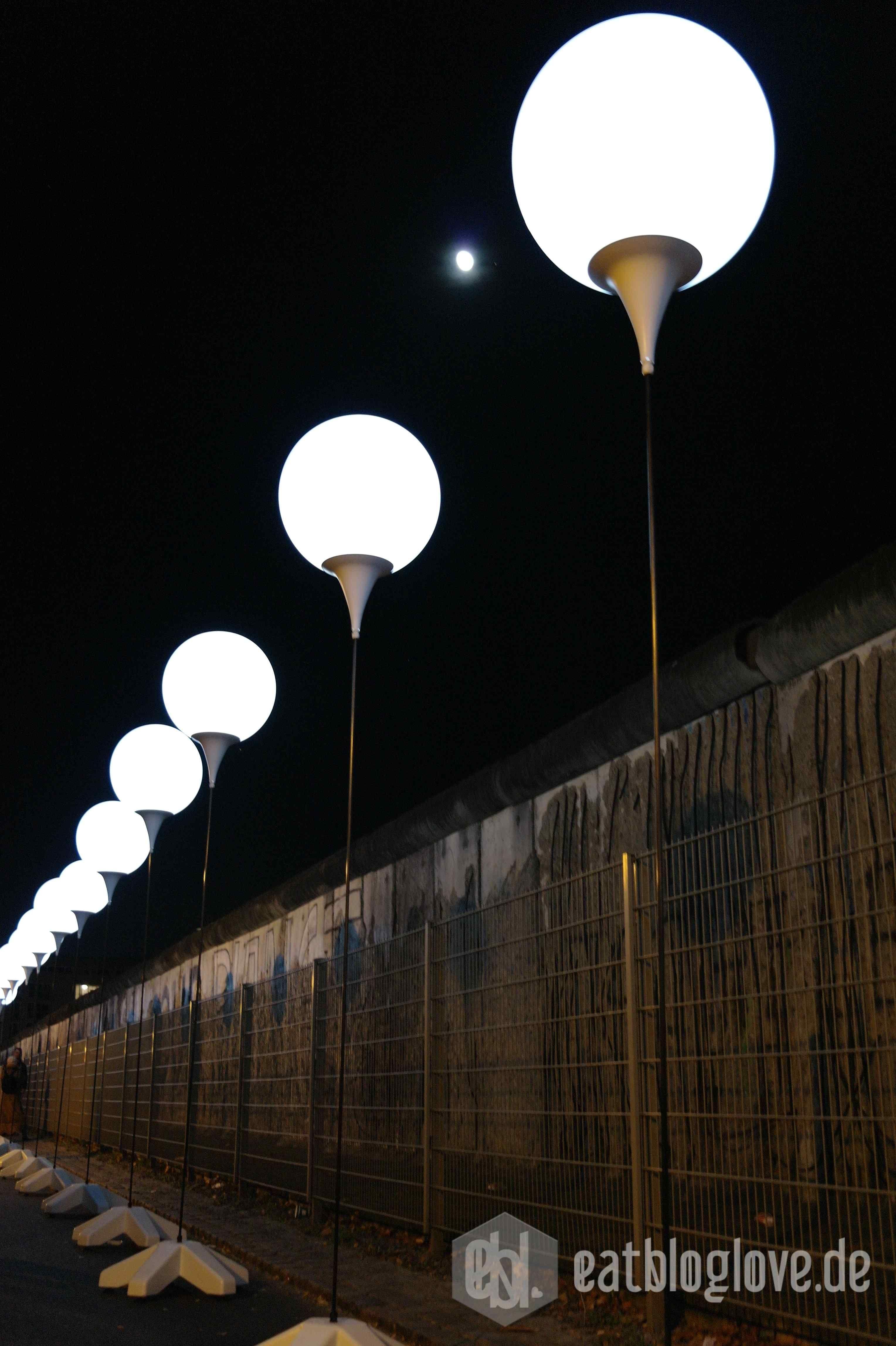 Glucksmomente An Der Lichtgrenze 25 Jahre Mauerfall Licht Mauer Glucksmoment