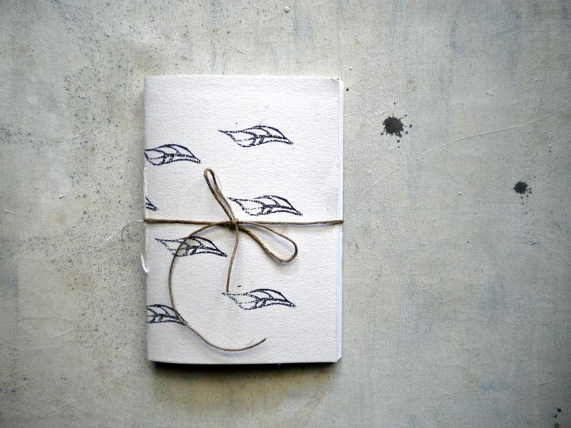 piccolo quaderno  rilegato a mano con foglie  blu di vumap su DaWanda.com