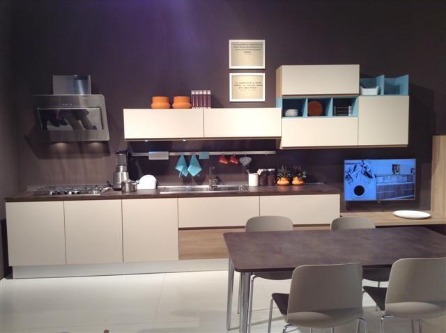 Cucina creo kitchens modello jey in finitura grigio canapa e rovere gold elementi a giorno - Basi cucina in kit ...
