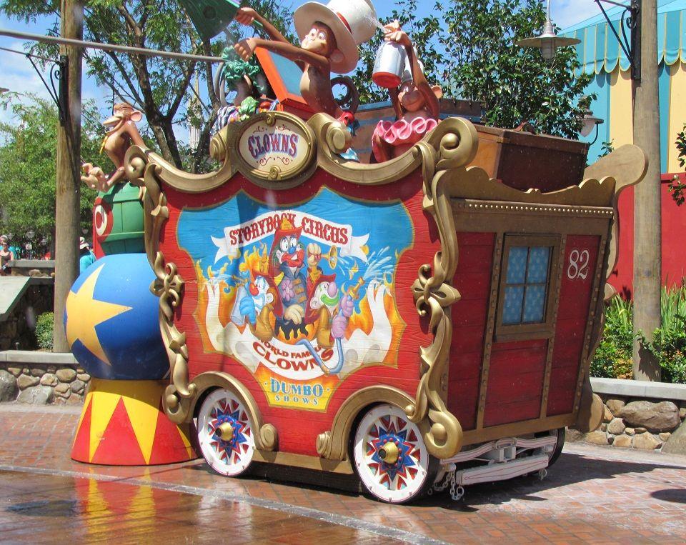 Magic Kingdom Casey Jr Splash N Soak Station Storybook