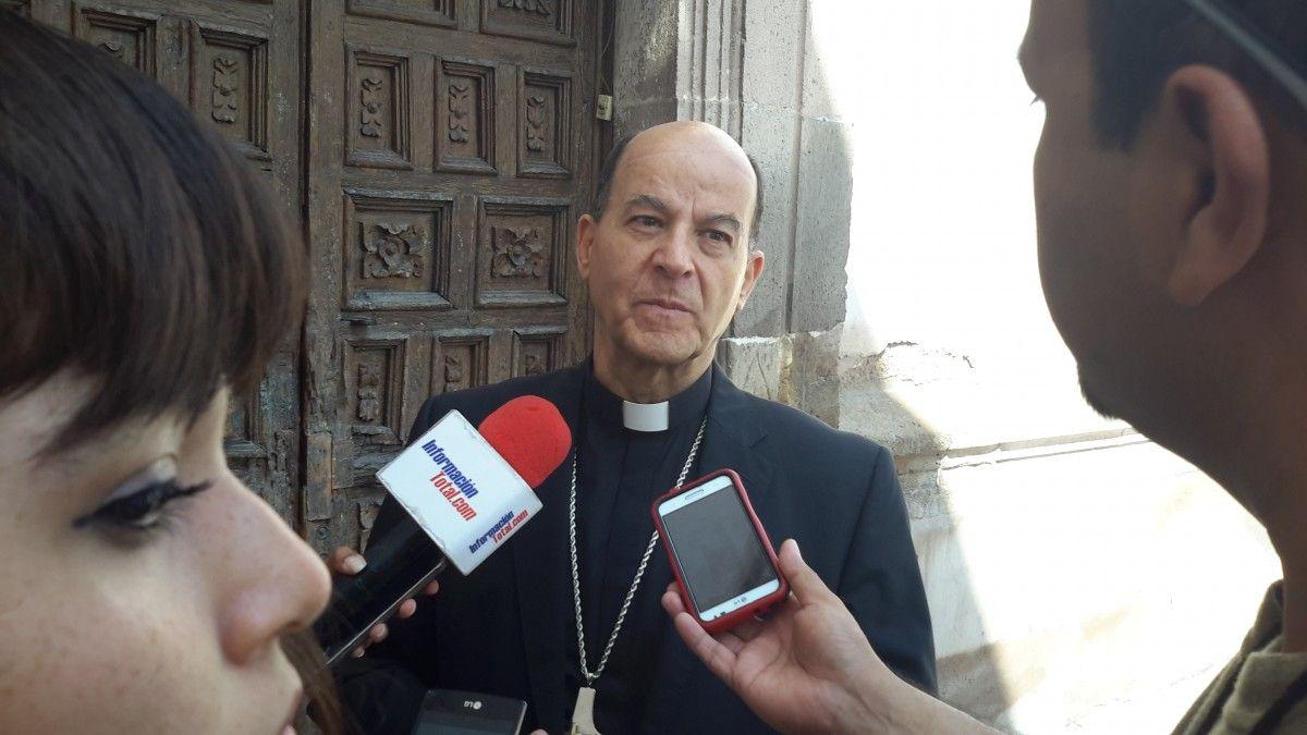 <p>Chihuahua, Chih.- Esta mañana en entrevista con el Arzobispo de Chihuahua Constancio Miranda comentó que la iglesia esta para servir y juntar