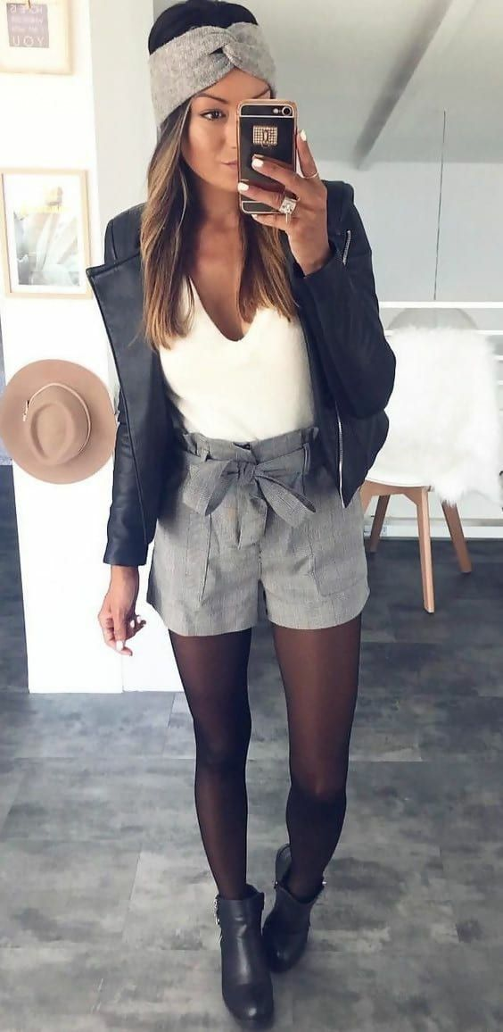 18 Cool Outfit Ideas On How to Wear Shorts in Winter