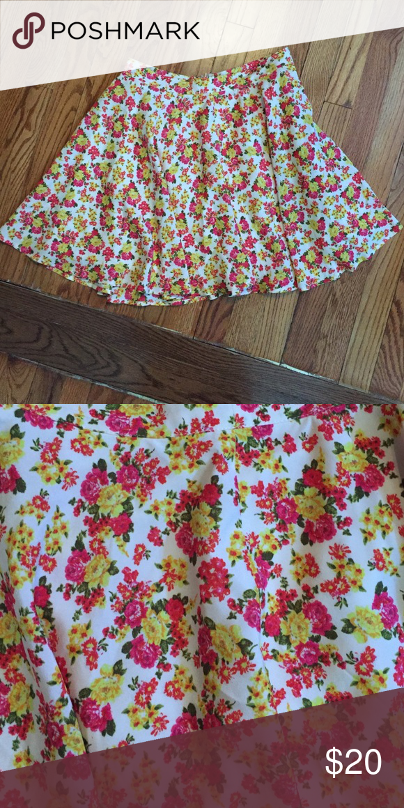 Floral skater skirt this silky floral printed skater skirt is a great piece for summer, fall & spring! Great with sandals or booties and tights. Forever 21 Skirts Mini