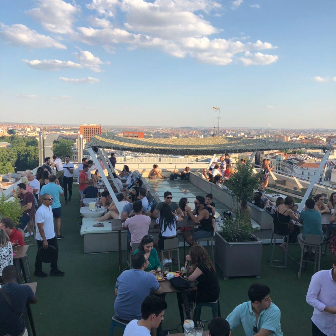 De Rooftop Con Las Nubes En Cbamadrid Rooftop With Clouds In Cbamadrid Rooftop Azotea Cba Madrid Madriz In 2020 Madriz Partying Hard Dolores Park