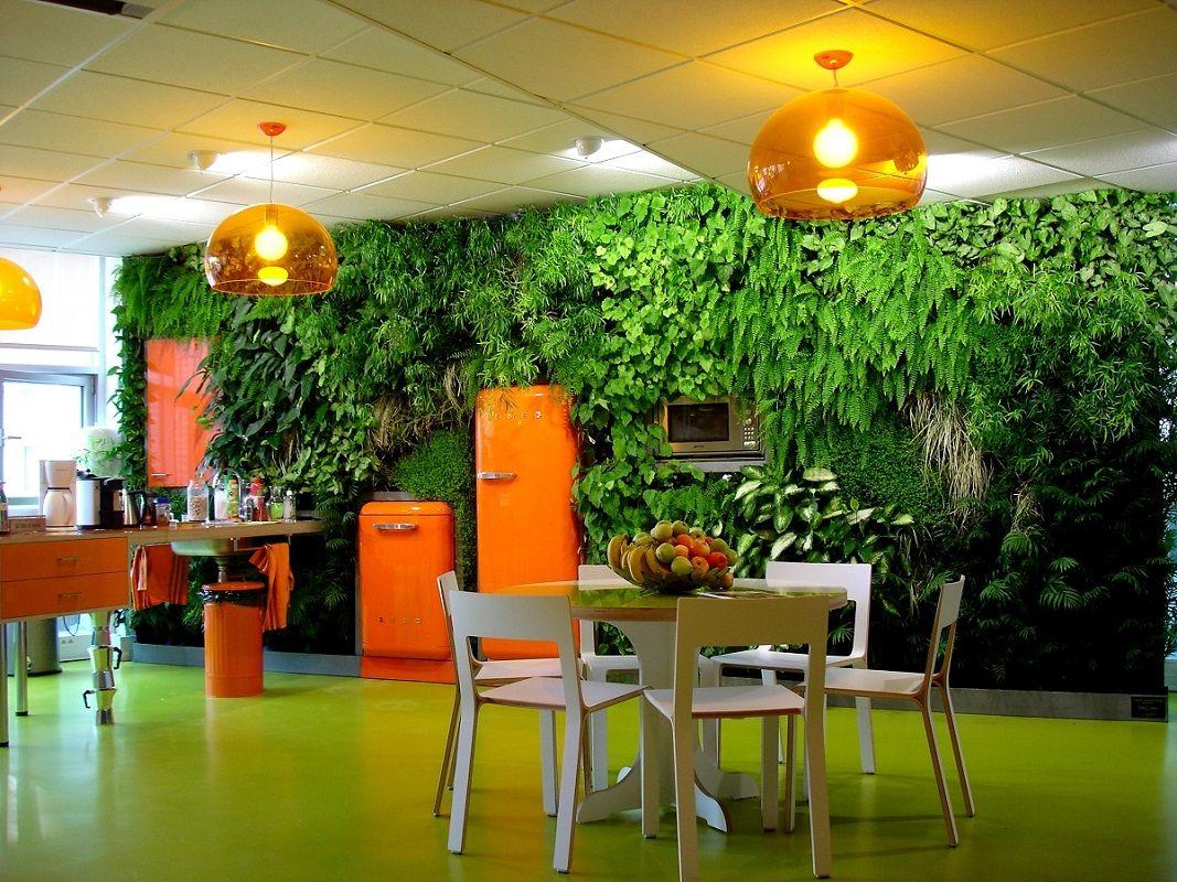 mur vegetal interieur réalisé pour la société Ubisoft à Montreuil