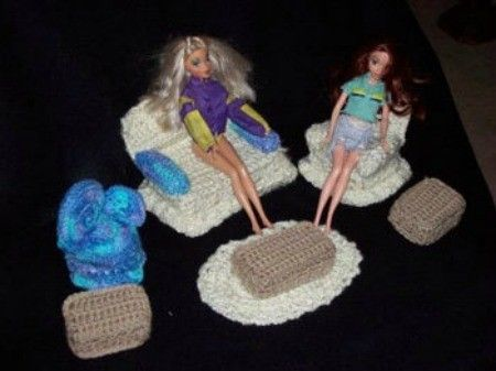 Quick and Easy Crocheted Barbie Doll Furniture #crochetedbarbiedollclothes
