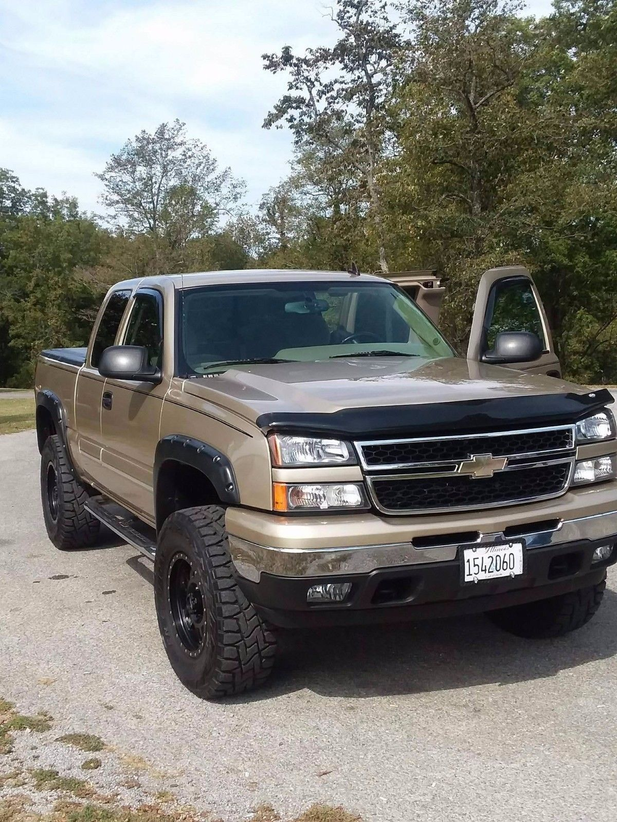 never mudded 2006 Chevrolet Silverado 1500 lifted in 2020