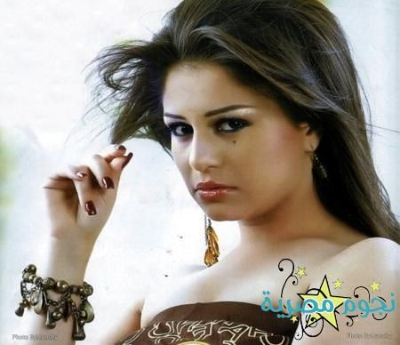 صور نيولوك منة فضالي الجديد و الذي اثار حفيظة الفيسبوكيين خاصة مع ارتدائها ملابس شبه ة Egypt Today Drop Earrings Seduction