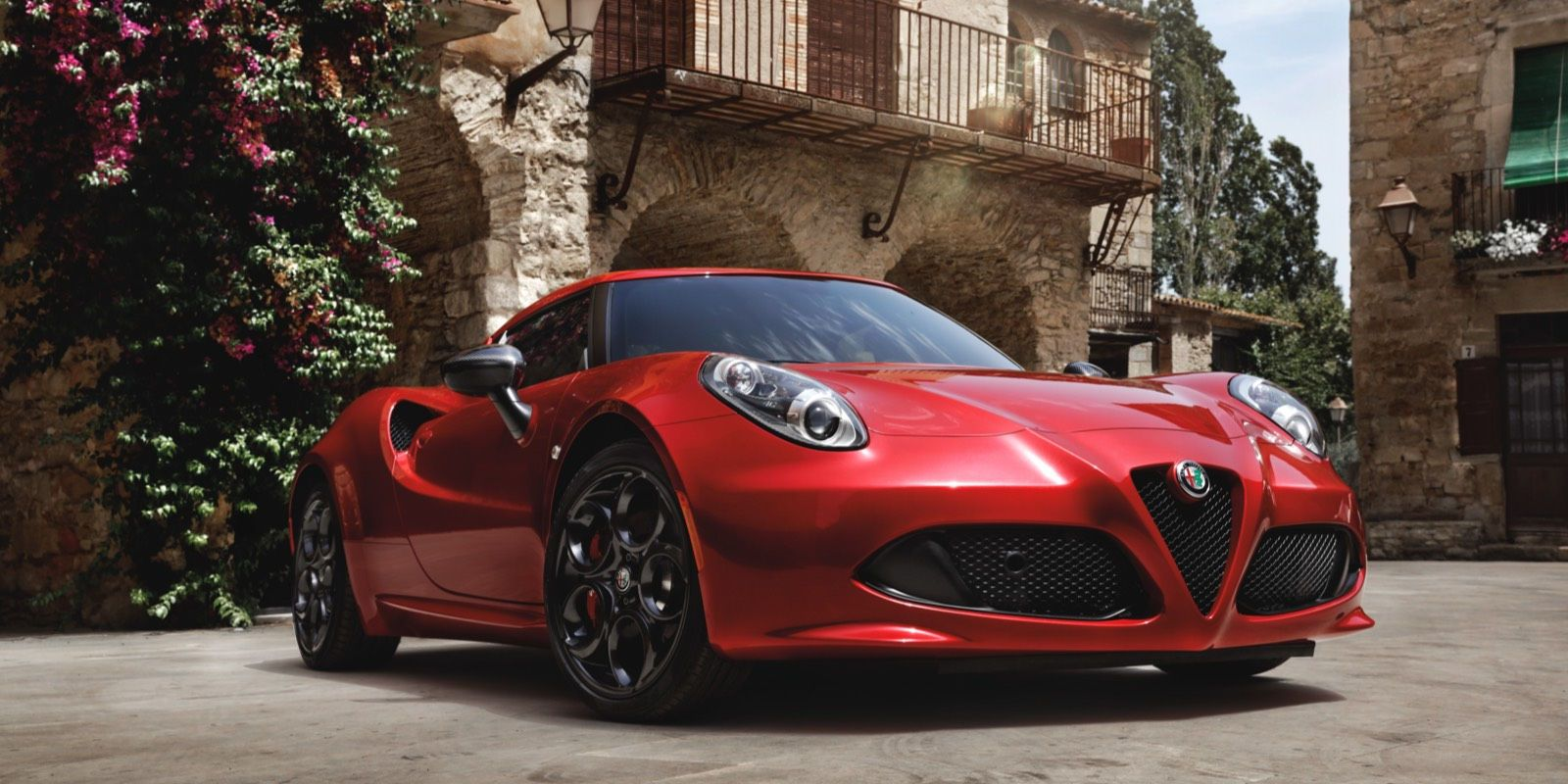 Discover the new Alfa Romeo 4C Coupe performance has