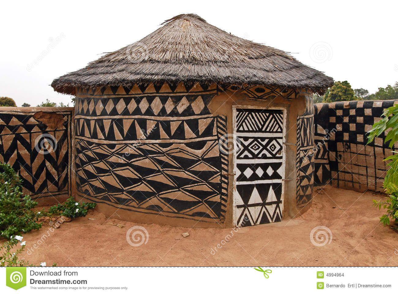 Photo à propos hutte dadboe dans tiebele burkina faso avec la peinture tribale traditionnelle 4994964