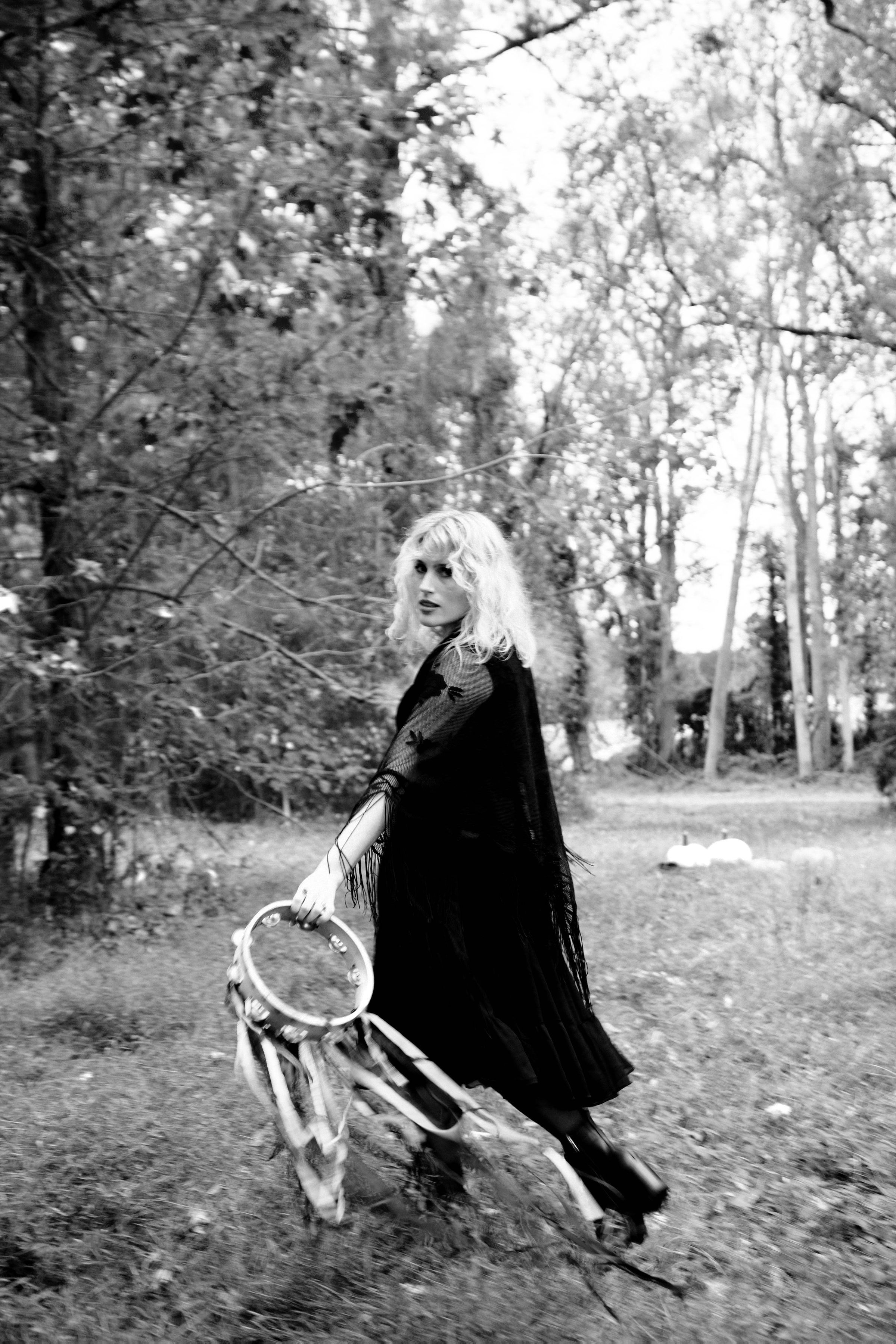 Feeling Witchy How To Dress Up As The White Witch Herself Stevie Nicks Halloween Stevienicks Stevienicksco Stevie Nicks Costume Stevie Stevie Nicks [ 3600 x 2400 Pixel ]