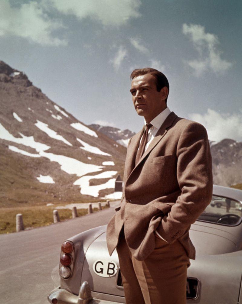 Photo of Wandbild von Sean Connery vor Schweizer Bergen