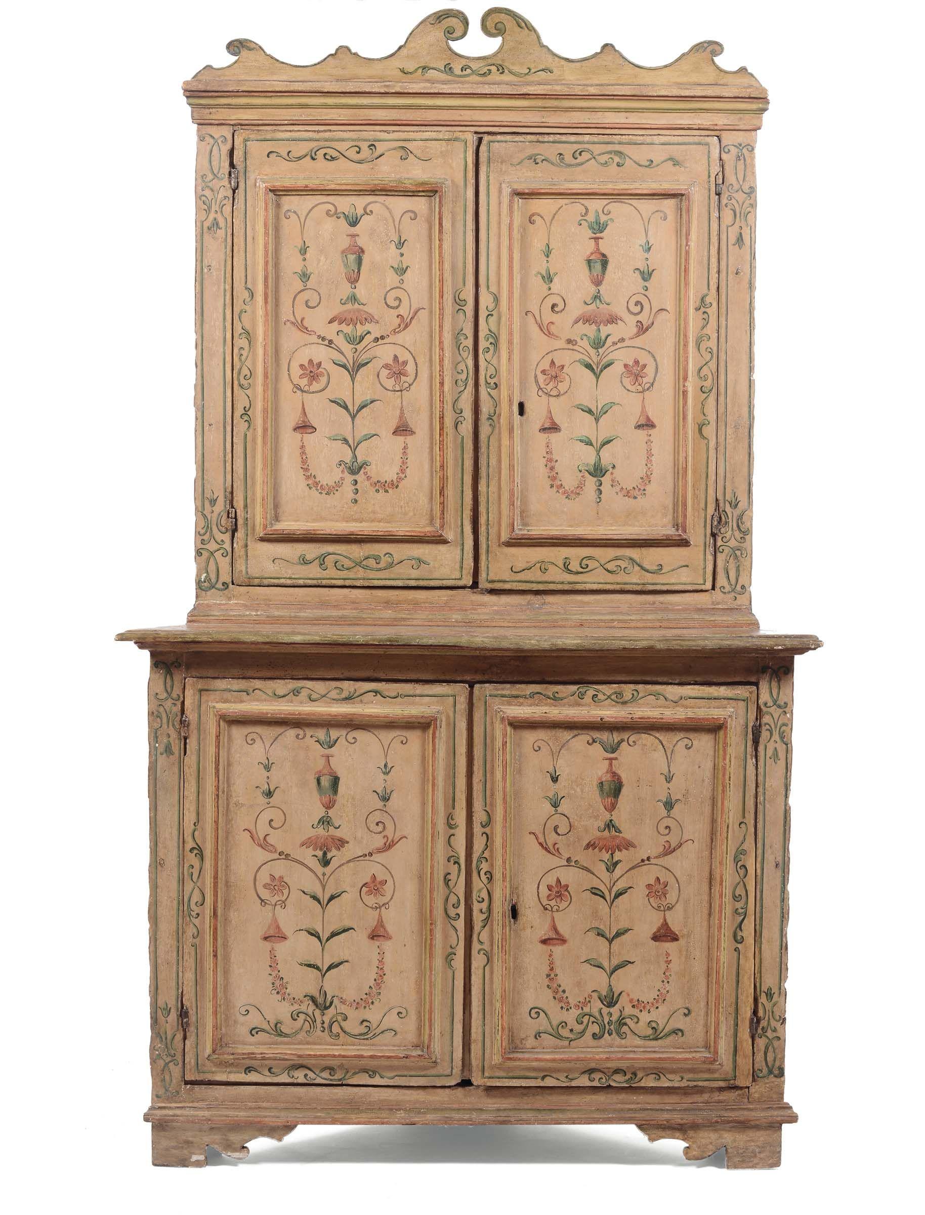 Angoliera a doppio corpo in legno laccato e dipinto, Marche XVIII ...