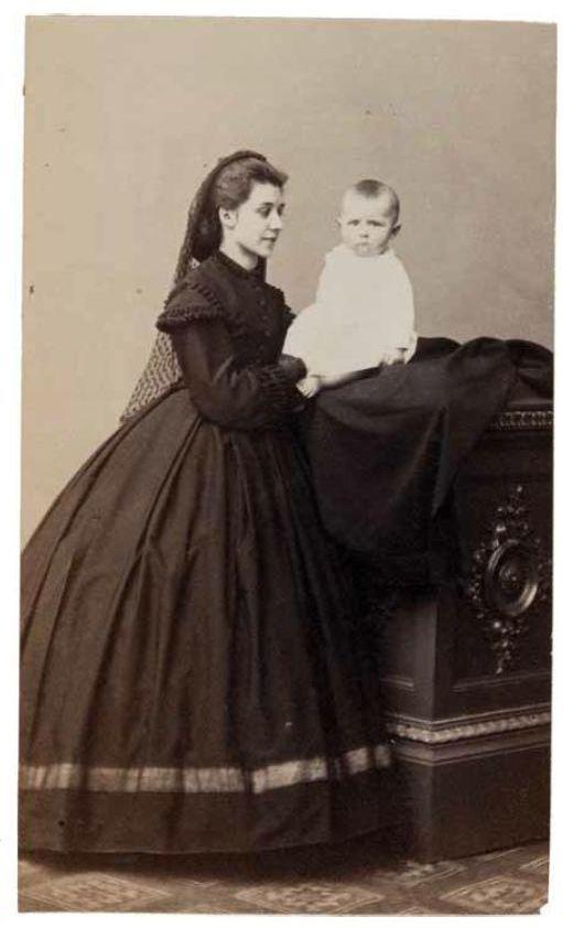 Paulina Ravich S Synom 1863 G Zhena I Syn Vladislava Ravicha Arestovannogo I Kaznennogo Vo Vremya Yanvarskogo V Historical Fashion Victorian Dress Evening Gowns