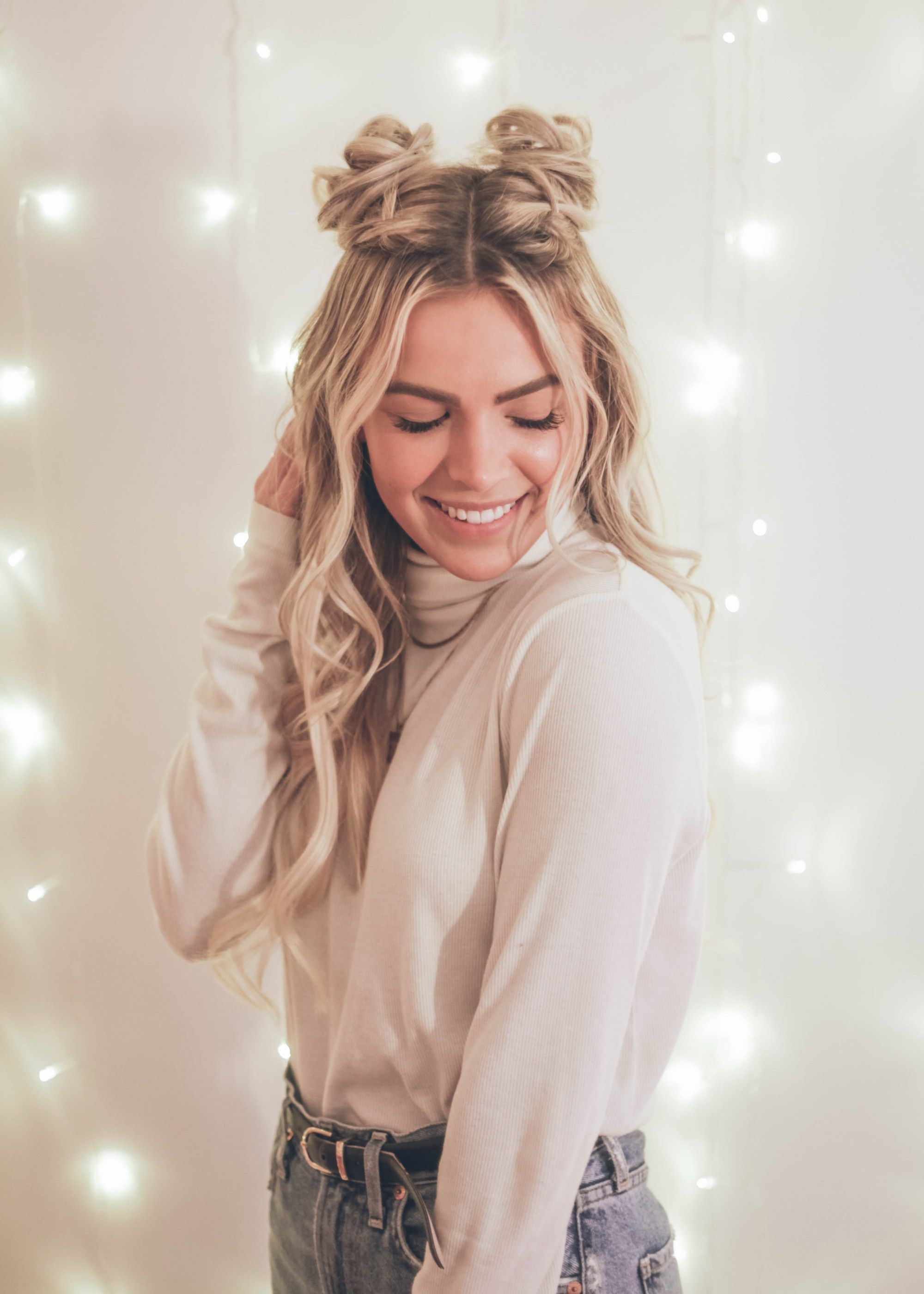 2.Easy space buns cure hairstyle