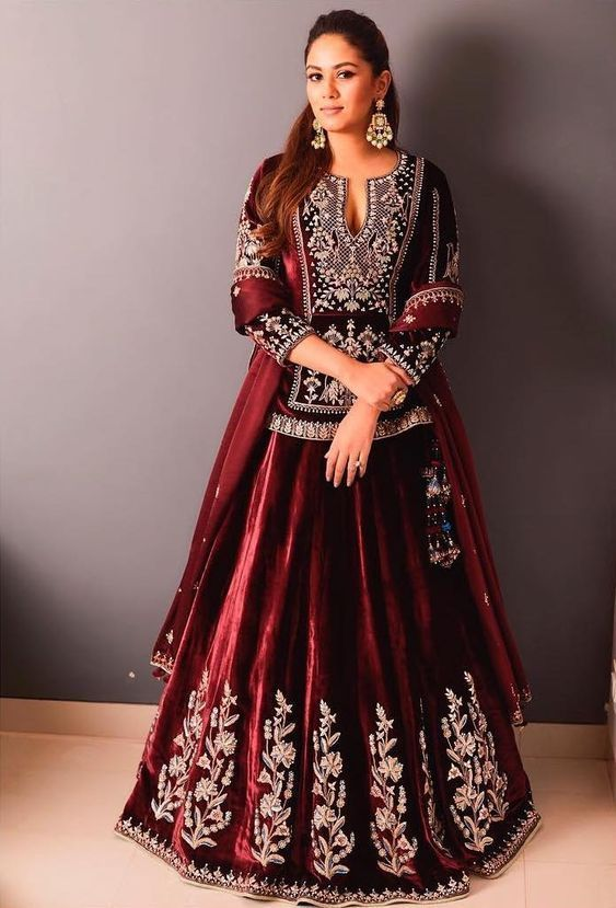Buy Red Bollywood Wedding Mehendi lehenga choli At Cheapest Rate In UK And Europe @ trendylehenga  #shararadesigns