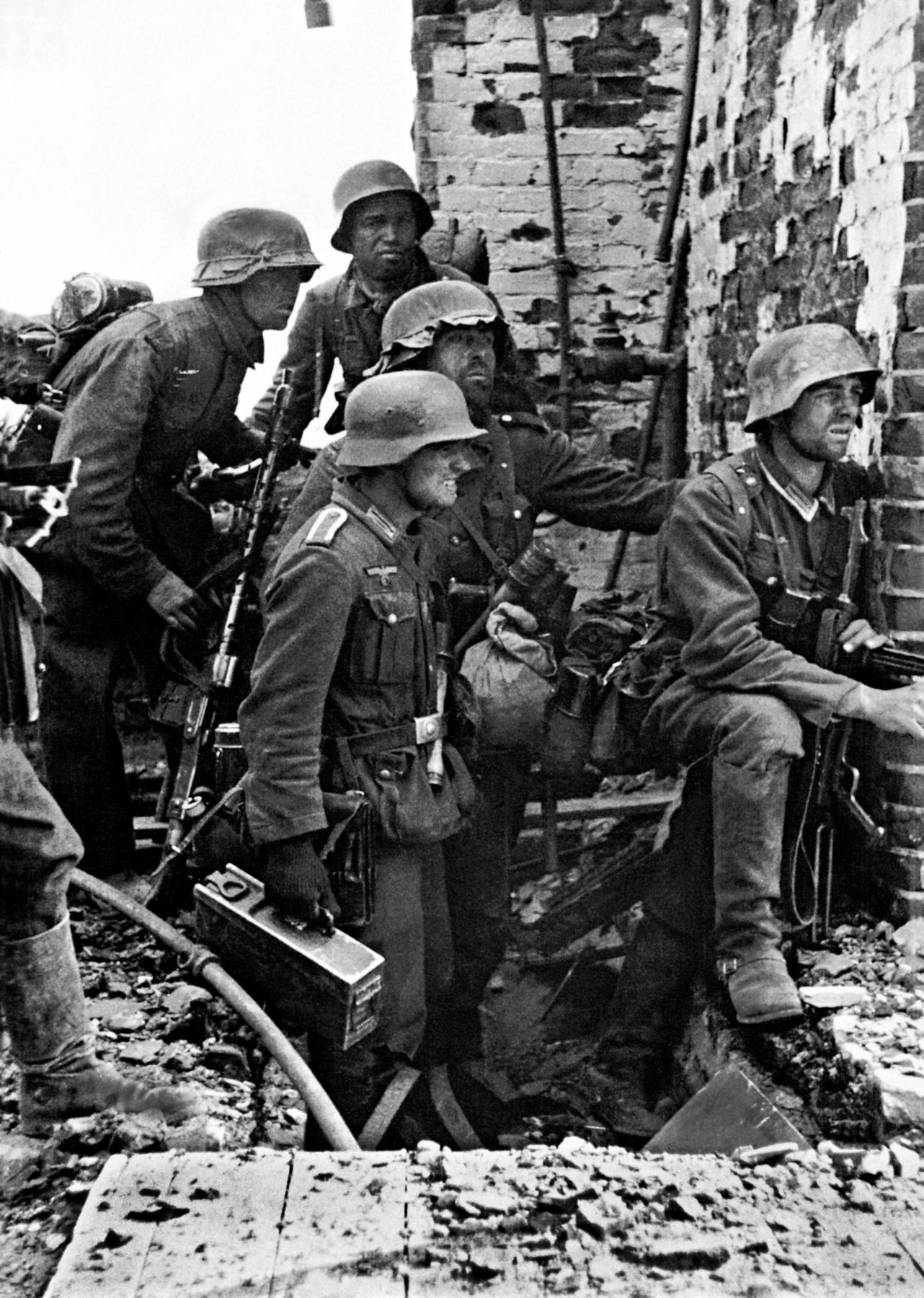Invasion of Russia... German soldiers in Stalingrad.. .
