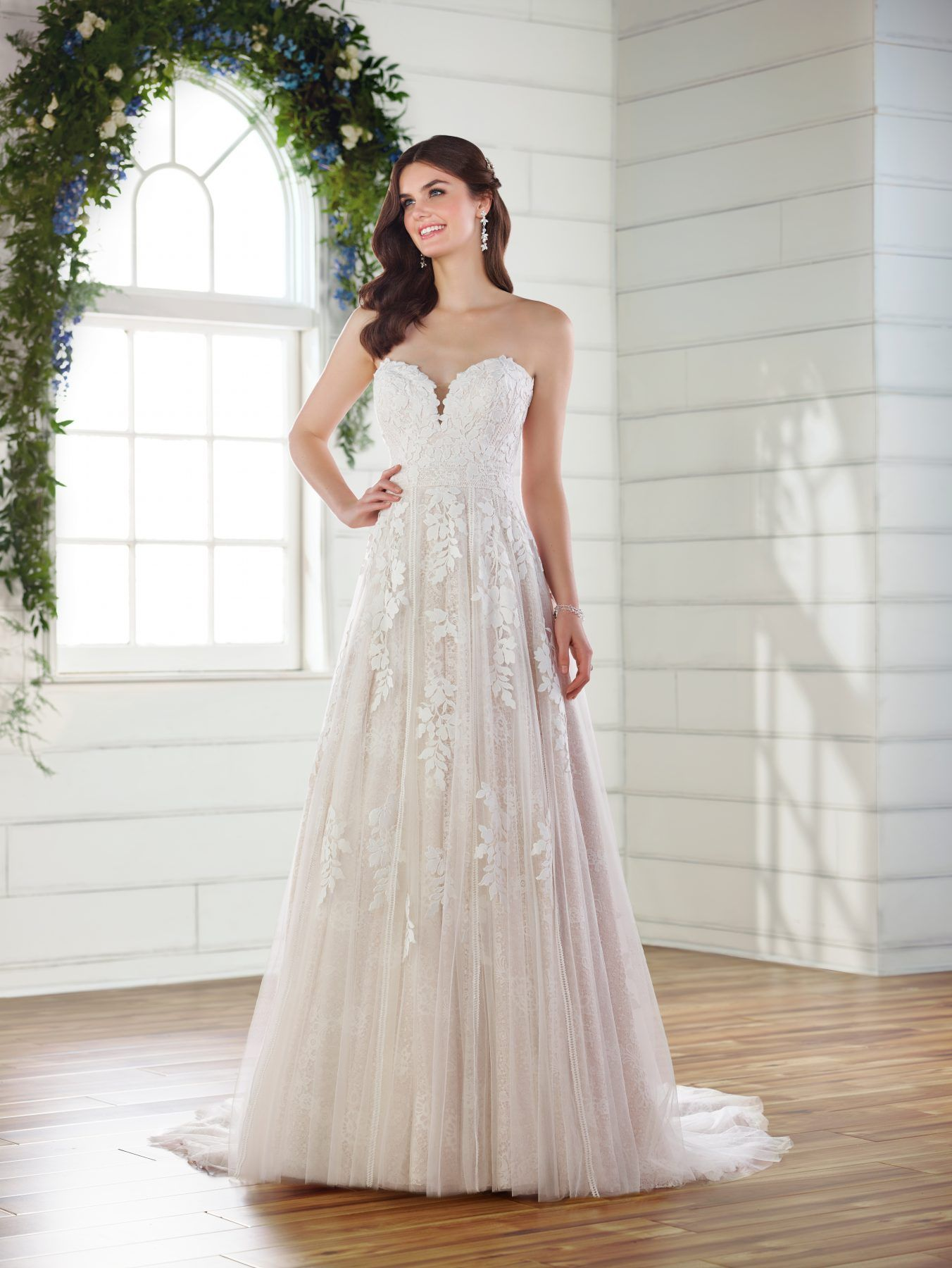 Strapless sweetheart Aline wedding dress (With images