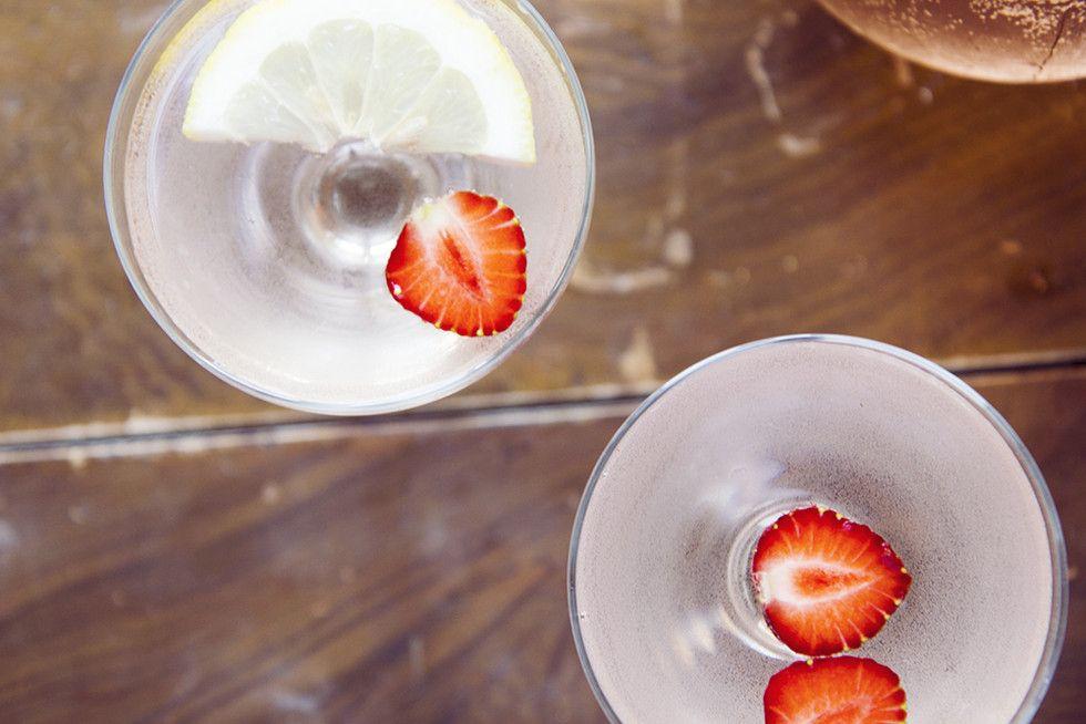 Sangria roseeviinistä - Kaikki mitä rakastin | Lily.fi http://www.lily.fi/blogit/kaikki-mita-rakastin/allomakeasta-assaksi-roseesangria