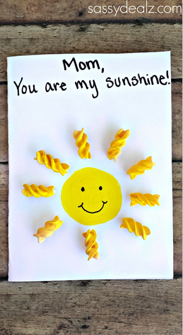 """""""You Are My Sunshine"""" Noodle Card for Kids to Make #Mothers Day Card Idea 