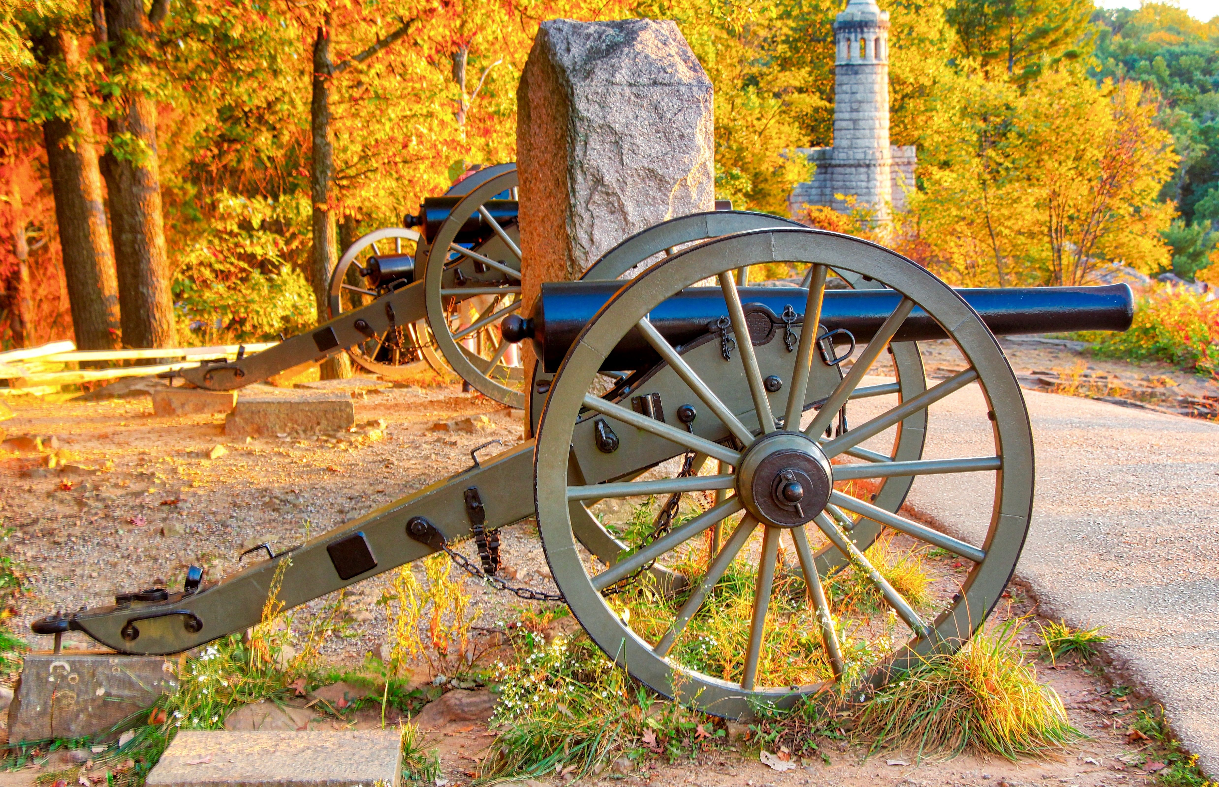 Cannon on little round top gettysburg cannon