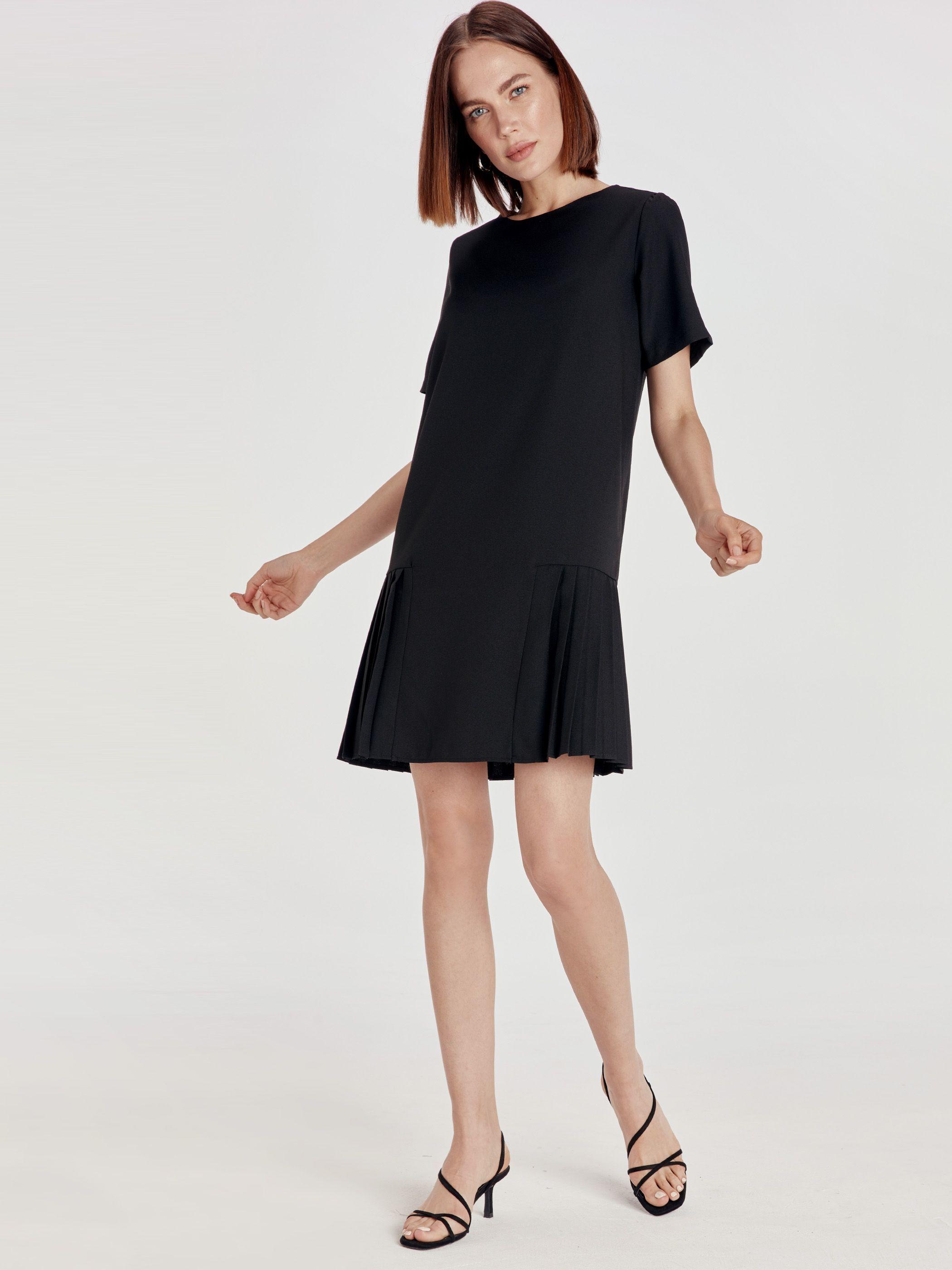 Siyah Pileli Mini Krep Elbise Lc Waikiki Elbise Moda Stilleri Siyah Kisa Elbise