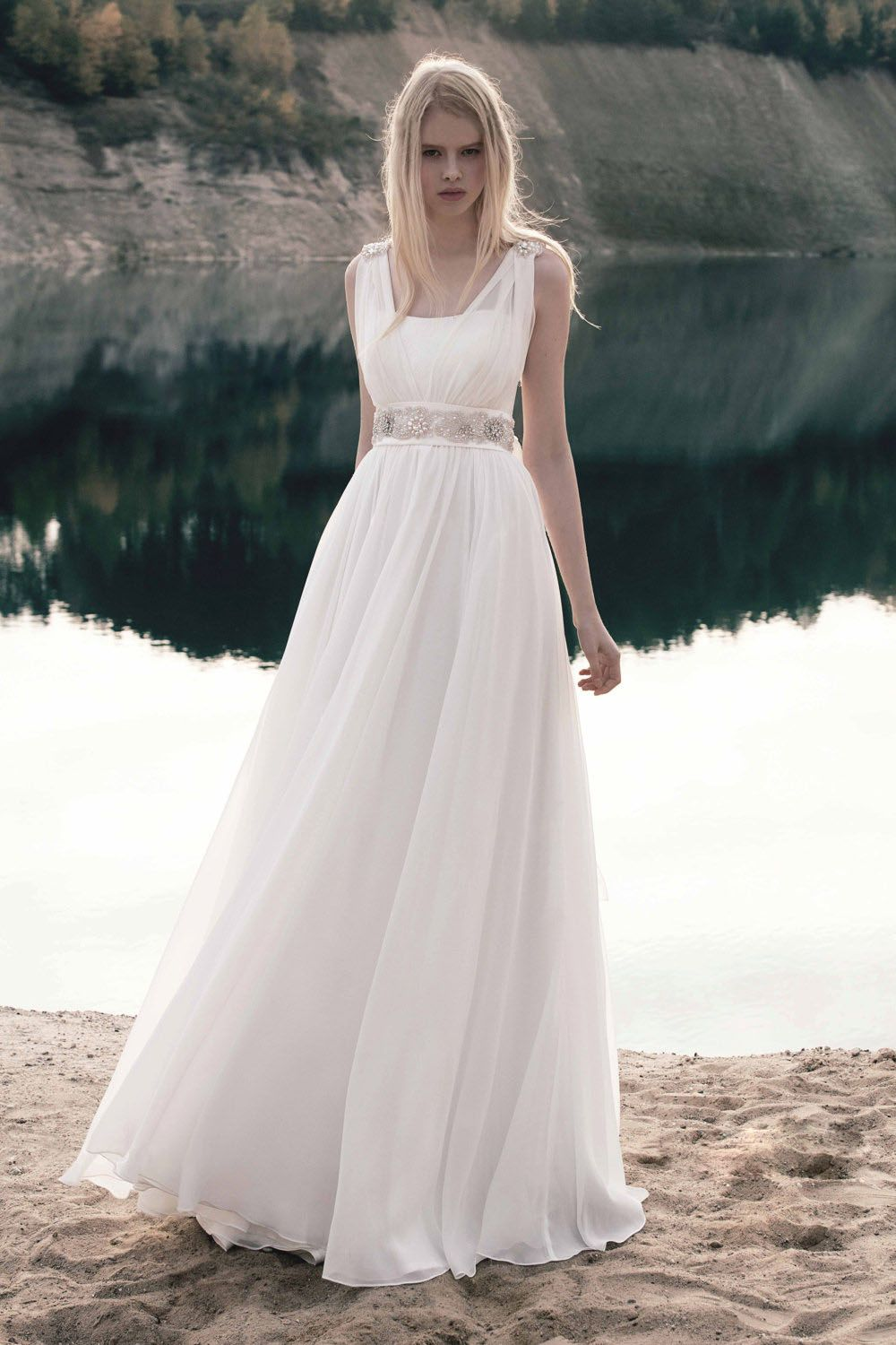 Elegant Sleeveless Empire A Line Crystal Chiffon Wedding Dress
