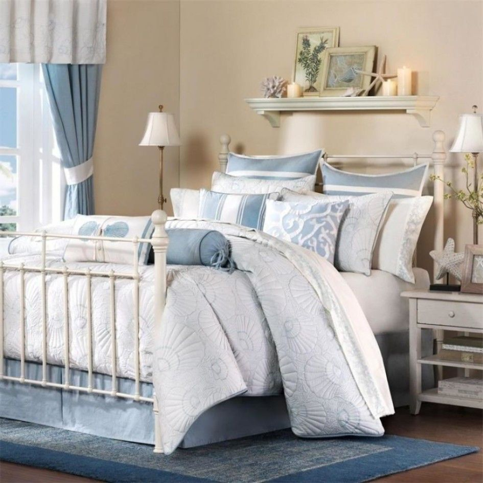 Travel Inspired Bedroom Designs Are Sophisticated And Elegant: Coastal Bedroom Decorating Ideas Using Iron Bed