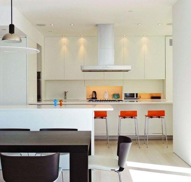 Küchenzeile Weiß Griflose Fronten Elektrogeräte Verstecken