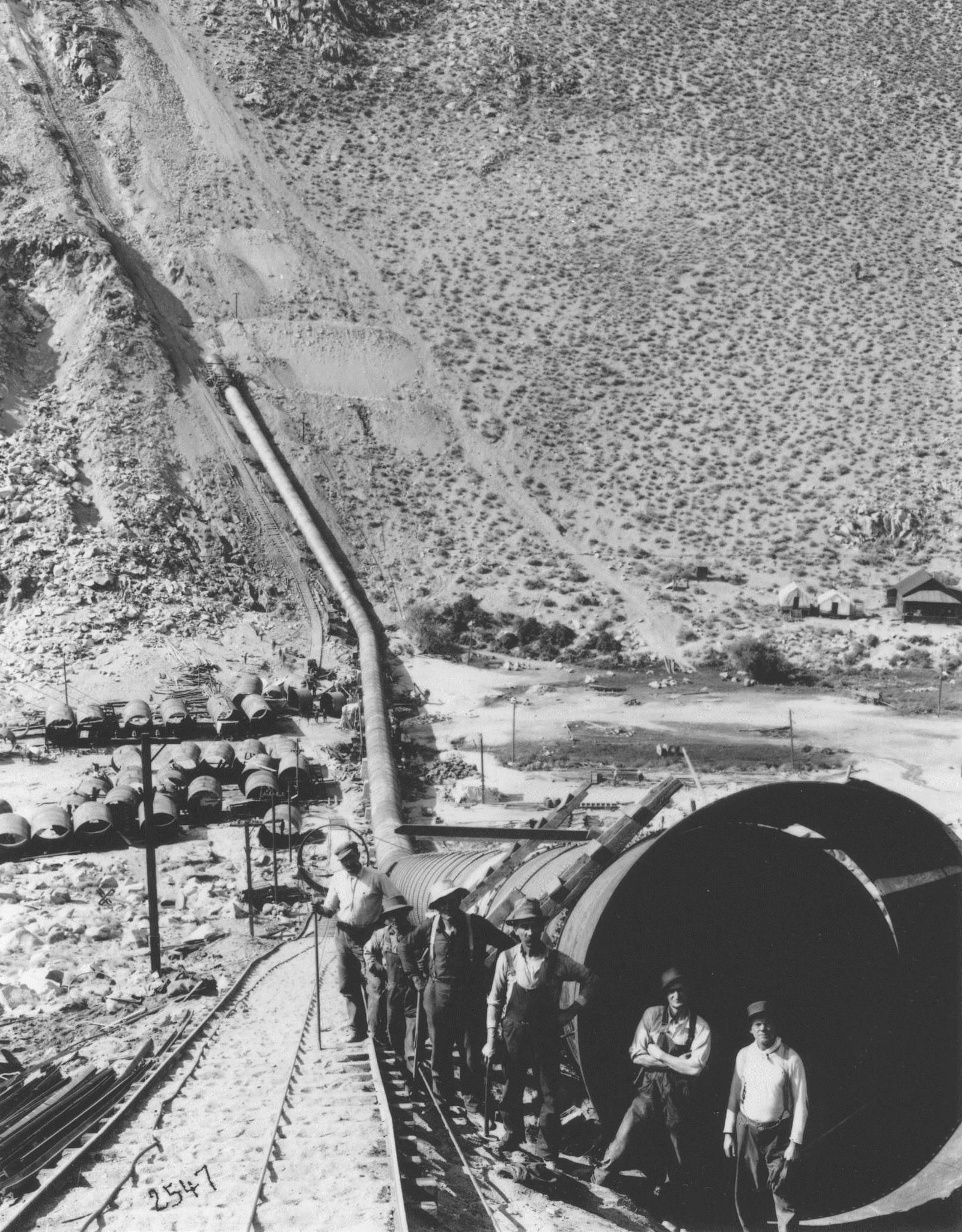 A Large Crowd Gathers To Witness The Dedication Of The Los Angeles Aqueduct On November 5 1913 Los Angele San Fernando Valley Water Swell California History