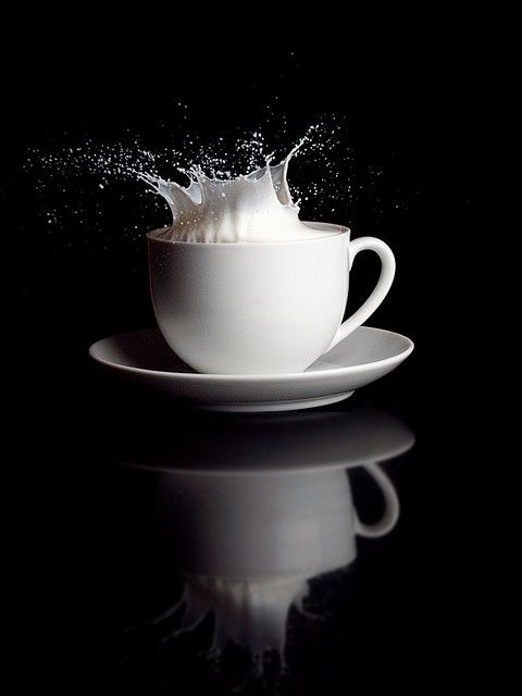 Melk splash uit het koppje