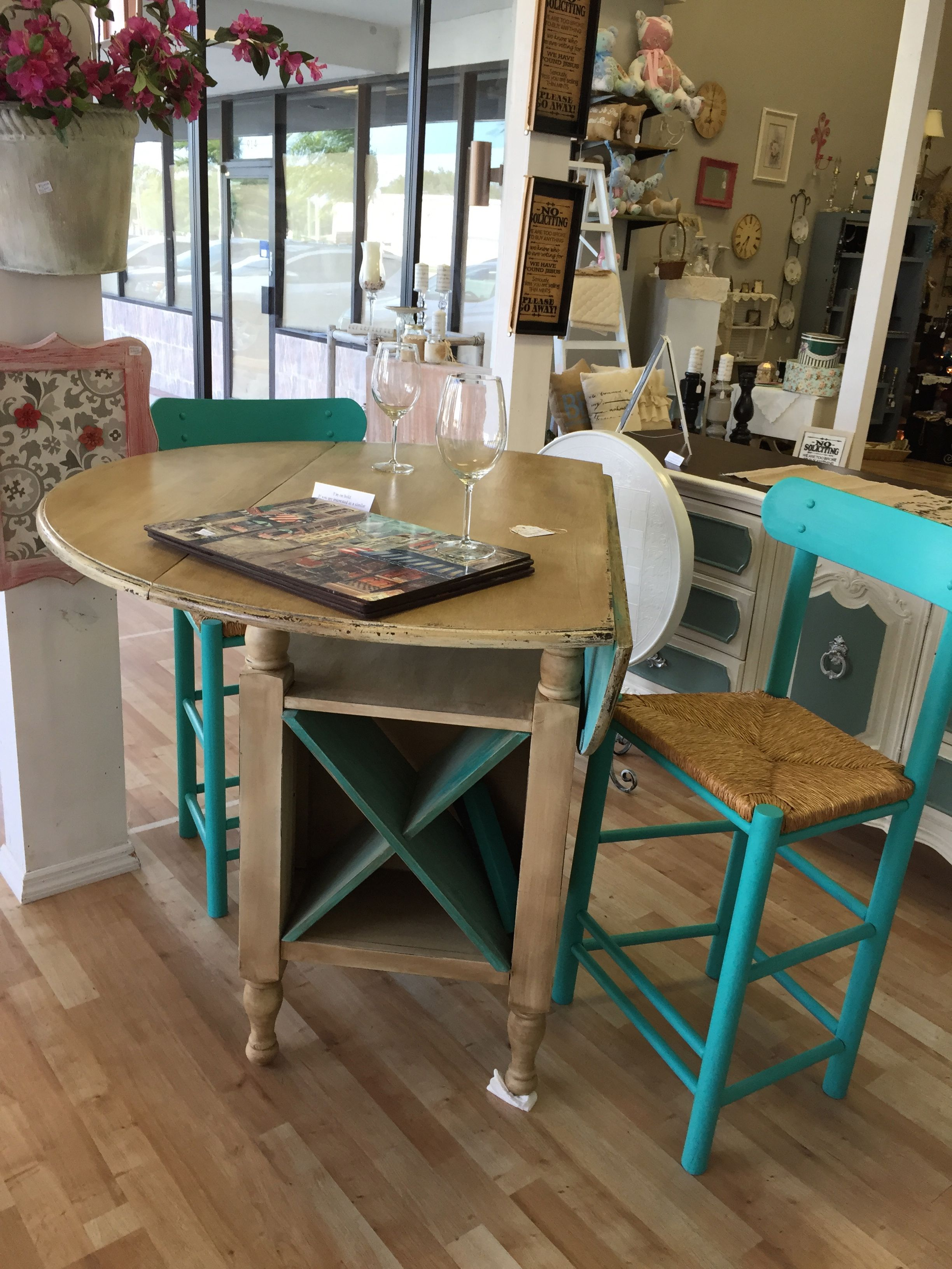 Distressed Counter Height Table And Barstools Shabby Chic Kitchen
