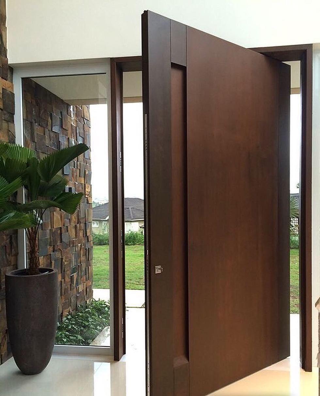 """2,455 curtidas, 17 comentários - Eilson Ramos e Hillary Pereira (@tendenciaarquitetura) no Instagram: """"Aquela porta de madeira que trás consigo toda imponência para casa. Via: @arquiteturaz Por:…"""""""